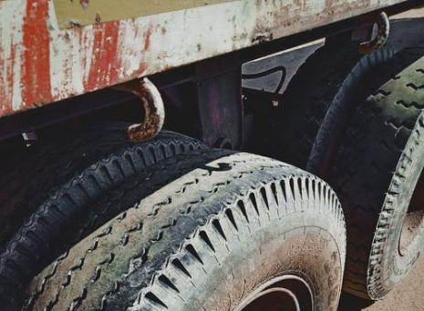Cauti accesorii si piese pentru camioane cu livrare rapida? Le gasesti…